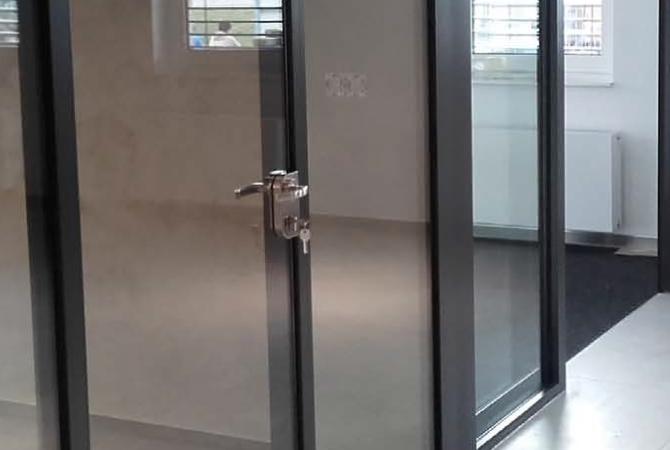 Hliníkové interiérové dvere